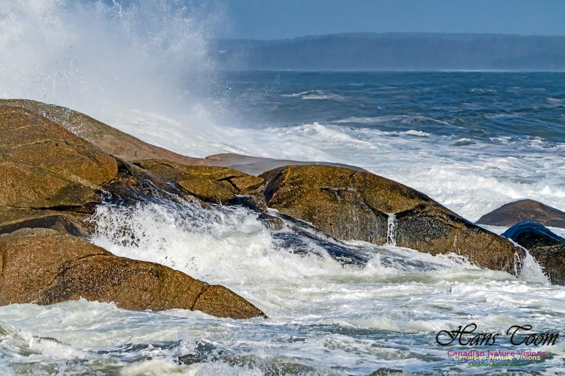 Surf on Rocks 107